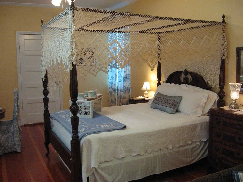 Pin by Tara Houston on Cat on a Hot Tin Roof Cottage bed