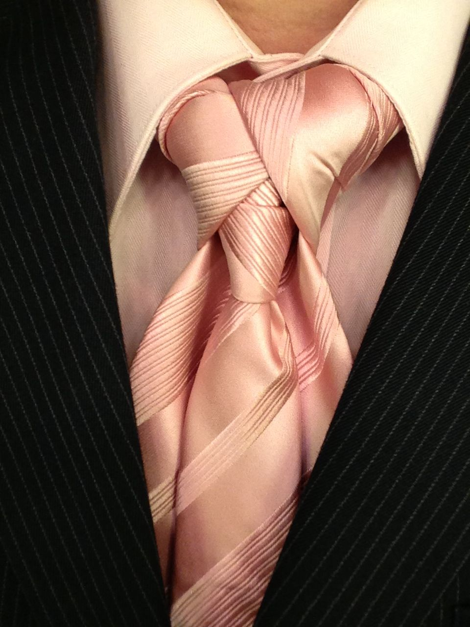 Ediety knot aka merovingian knot how to video learn how to tie ediety knot aka merovingian knot how to video learn how to tie this necktie ccuart Image collections