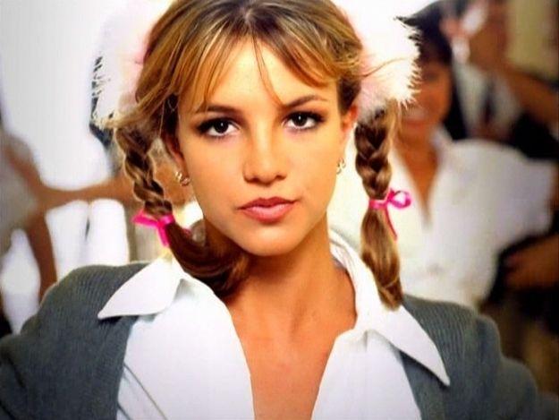 Die 19 Wichtigsten Frisuren Der 90er 90er Kollektion Pinterest