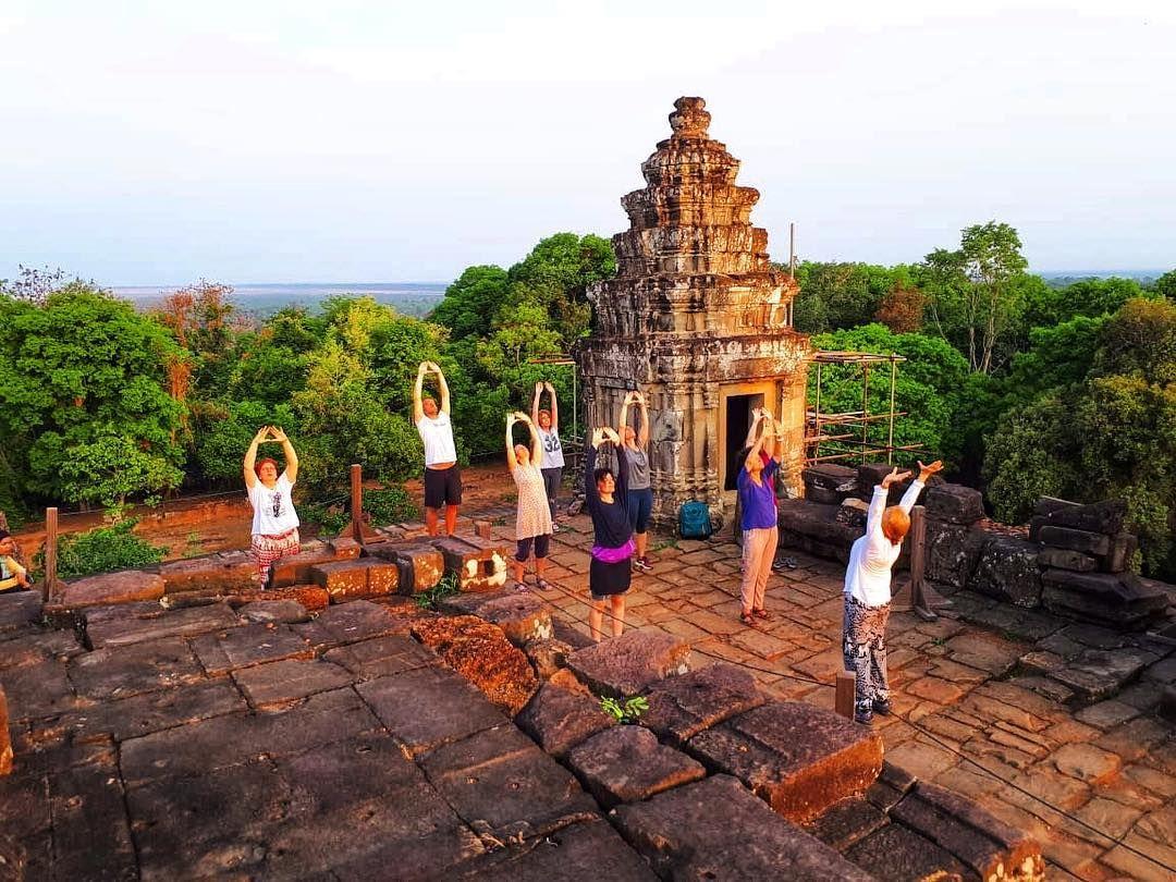 Hacer Yoga En Los Templos De Angkor Es Absorver La Reserva Energía
