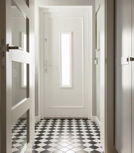 Biale Drzwi Zewnetrzne Czy To Dobry Pomysl Galeria I Zdjecia Neoclassical Interior Entryway Inspiration Entrance Decor