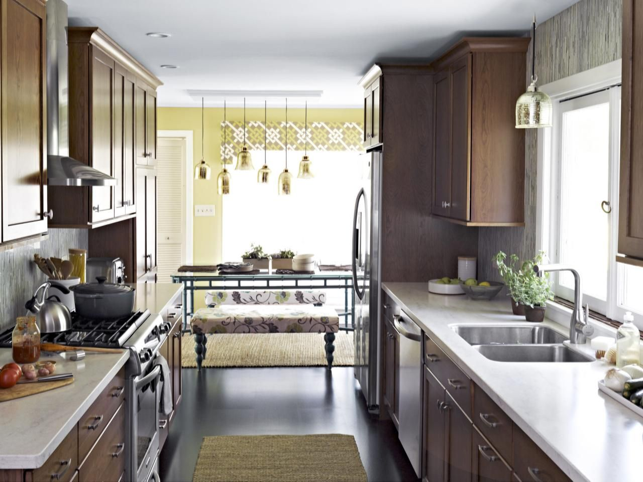 Old Kitchen Cabinets Pictures Ideas Tips From Hgtv Kitchen Ideas Design With Cabinets Islands Small Kitchen Decor Kitchen Layout Kitchen Design Small