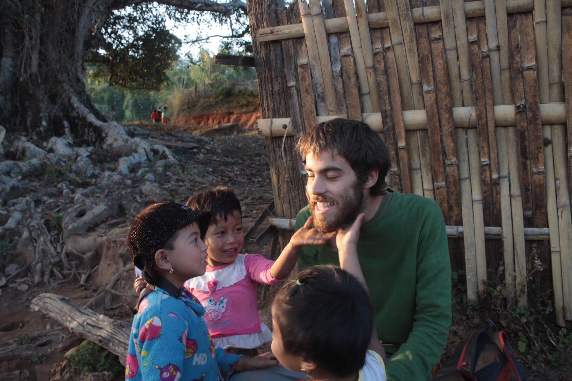 La barba de Dani causó furor entre las niñas del pueblo