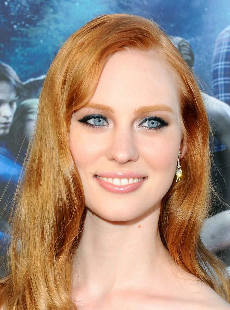 The 33-year old daughter of father (?) and mother(?), 178 cm tall Deborah Ann Woll in 2018 photo