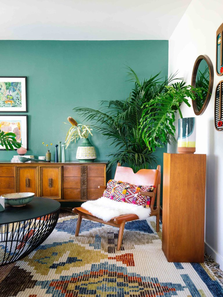 18 Fresh Summer Paint Colors That Make Your House Feel Like A Tropical Getaway Beige Living Rooms Colourful Living Room Living Room Color