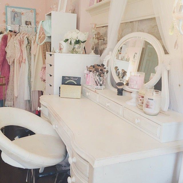 so where do you think i repositioned my bed now that my vanity is here. decorate your closet door   my girly home   Pinterest   True