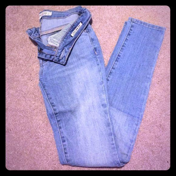 Bullhead skinny jeans Bullhead Black light wash denim size 1 skinniest Bullhead Jeans Skinny