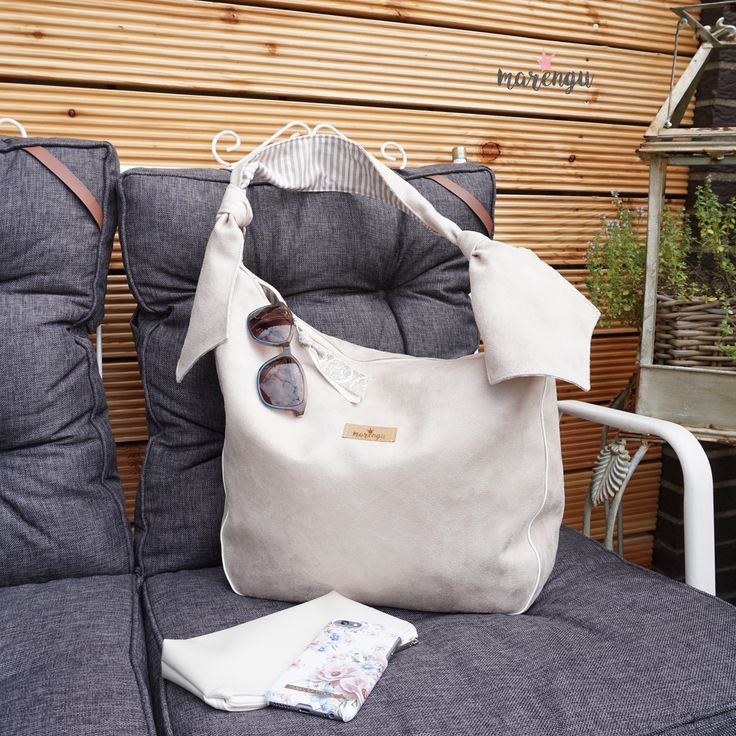 Elegante Hobo Bag aus Velours  Shades of White  Weiß Creme  Sand