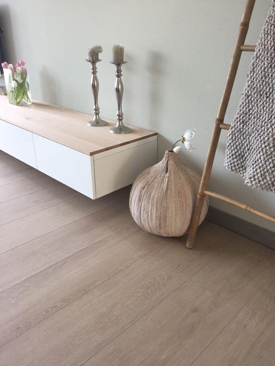 Besta tv meubel met eiken plank | Inrichting woonkamer | Pinterest ...