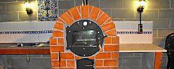 Recordamos este fantástico proceso de construcción de un horno de leña de obra al que no le falta detalle.