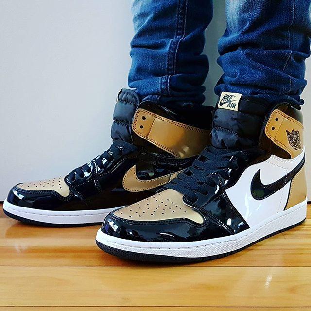 18b25118b935 Air Jordan 1 retro Gold Toe