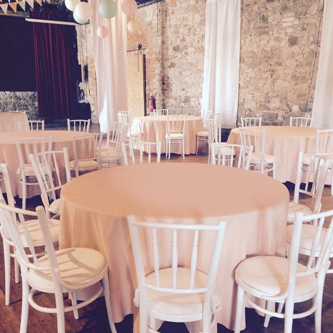 Weißer Vintagestuhl #wedding #hochzeit #instabraut #instabräute #vintagewedding #vintage #hochzeitsstuhl #bankett #ball #hochzeitsausstatter #hochzeitdresden