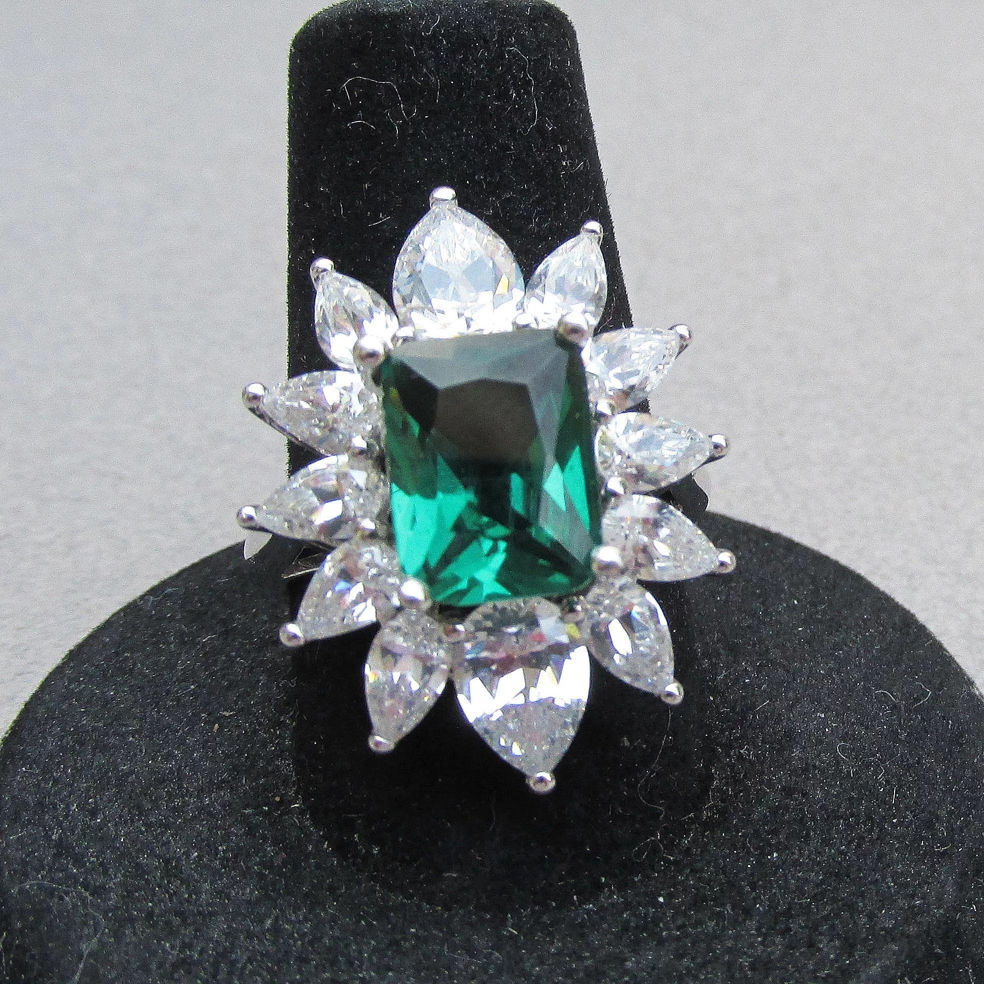63468f3b8f9ec Big Sterling Silver & Square Emerald Green CZ Vintage Cocktail Ring ...