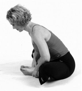 4 best yoga poses for runners  cool yoga poses yoga