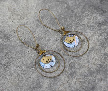 Bijou Créateur - Boucles d'oreilles dormeuses créoles bronze antique breloques sequins inspiration japonaise tons bleu et oiseau   Boucles d'oreilles montées sur supports dorm - 19589558