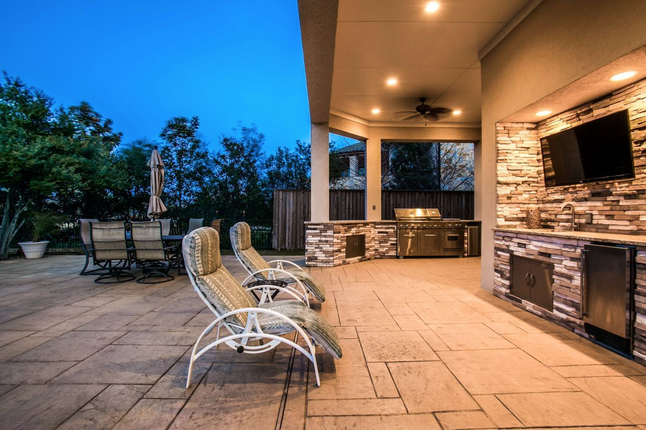Natural stone living area, complete with outdoor kitchen ... on Dfw Complete Outdoor Living id=81595