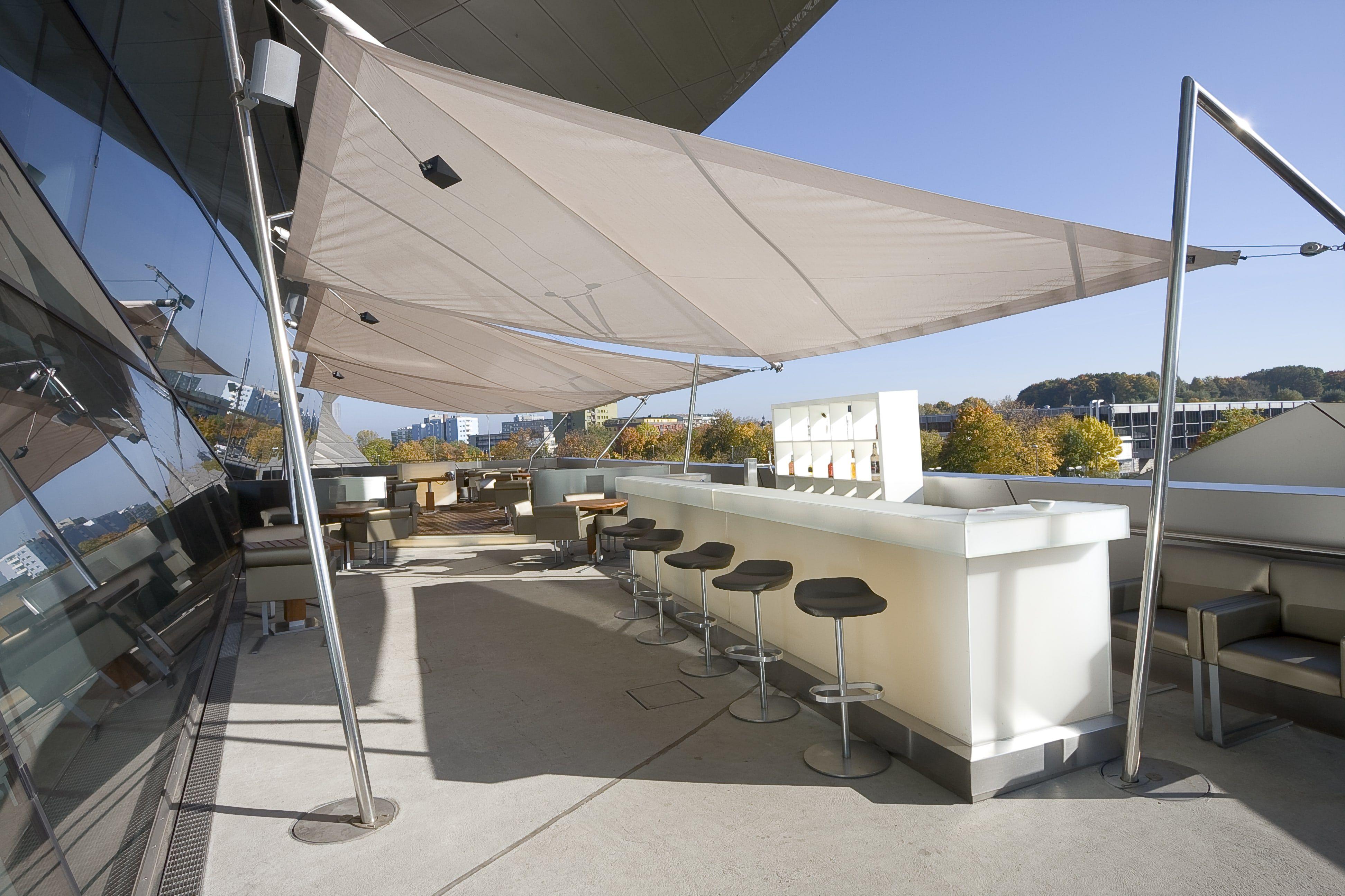 Wasserdichte Sonnenschirme sind ein Must Have für Gastronomie Alles rund um Außengastronomie Pinterest
