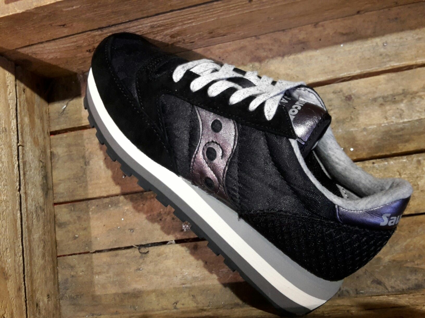 capsule bronze area  Saucony Jazz Triple limited edition | Modena, Sketchers sneakers, Sneakers