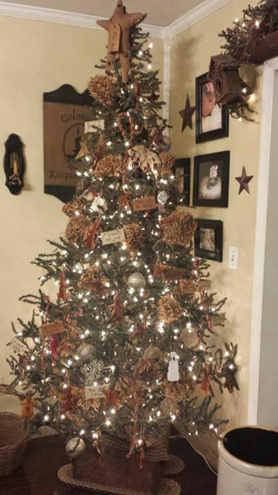 Primitive Country Christmas Tree Themed Christmas Trees
