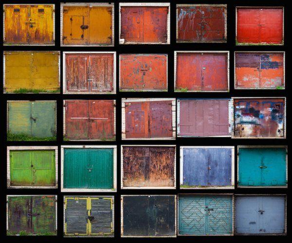 La degradada belleza de 500 coloridas puertas de garaje resistiendo el paso del tiempo