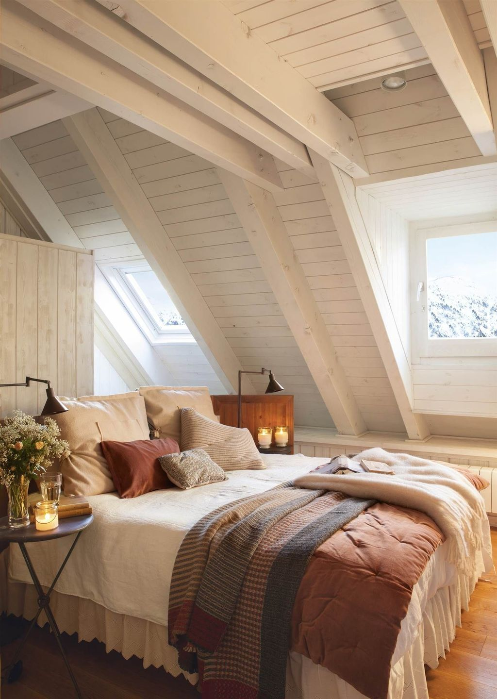 12 Stunning Bedroom Paint Ideas For Your Master Suite: 44 Stunning Attic Bedroom Decorating Ideas