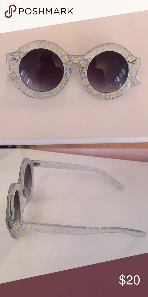 a3a7702a4a2 Nasty gal sunflower sunglasses Round shaped with sunflower print Nasty Gal Accessories  Sunglasses
