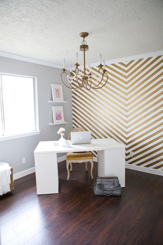 Ideas para resaltar una pared con papel pintado Chevron wallpaper