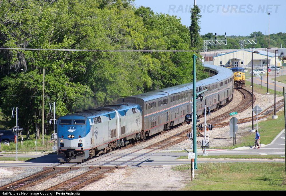 Photo AMTK 814 Amtrak GE P40DC at Lake