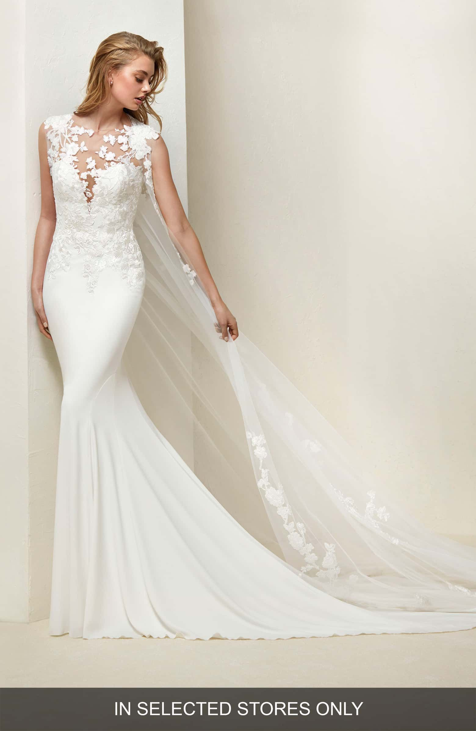 Preloved pronovias wedding dresses  Drail Tulle u Crepe Mermaid Gown Main color OFF WHITE  Pretty