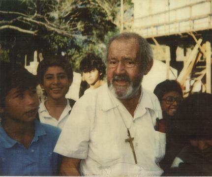 Como un hombre, Fabretto, cambio la realidad de un país en guerra, solo y sin dinero http://ufeed.org/el-viaje-al-nuevo-mundo-de-fabretto/