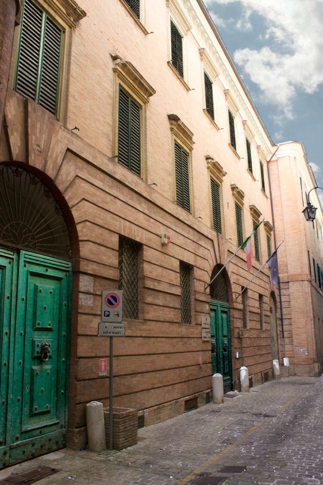 Palazzi di Jesi: Palazzo Honorati Carotti