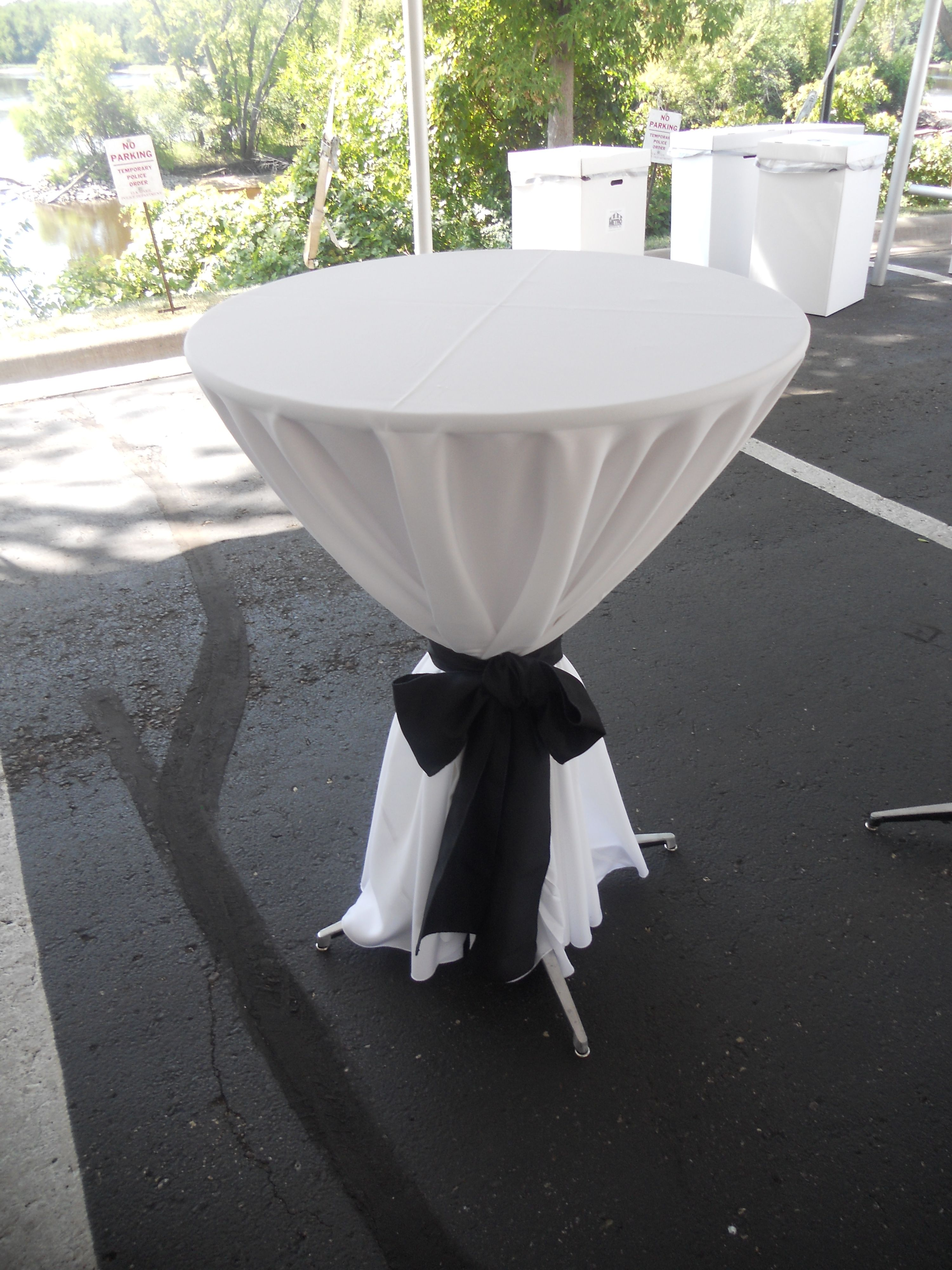 120 Inch Linen And Black Sash On A 30 Inch Cocktail Table.
