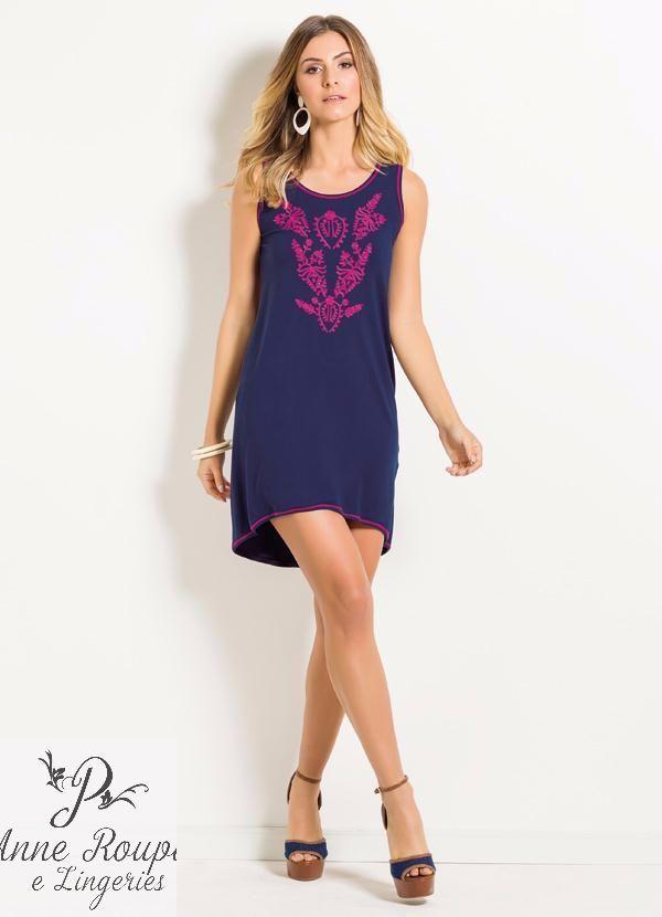 88a07af609 Este vestido com as extremidades em tom contrastante combinando com a  estampa frontal garante produções diferentes