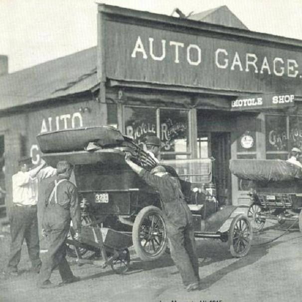Model T Ford Forum Old Photo Moving A Model T With A Wheelbarrow Old Gas Stations Vintage Gas Pumps Car Dealership