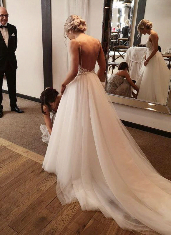 Ein Brautkleid Mit Abnehmbaren Tullrock Von Lilly Brautkleider Ein Brautkleid Von Lilly Brautkleider Ist Erhaltlich Brautkleid Schlicht Brautkleid Brautmode