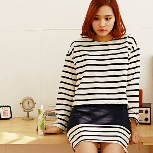 Today's Hot Pick :Cropped Shirt and Paneled Mini Skirt in Stripes http://fashionstylep.com/P0000BNL/pushpush7023/out Readily pull-off a modern, stylish look with this set. This ensemble features a round neck, long-sleeved, cropped shirt