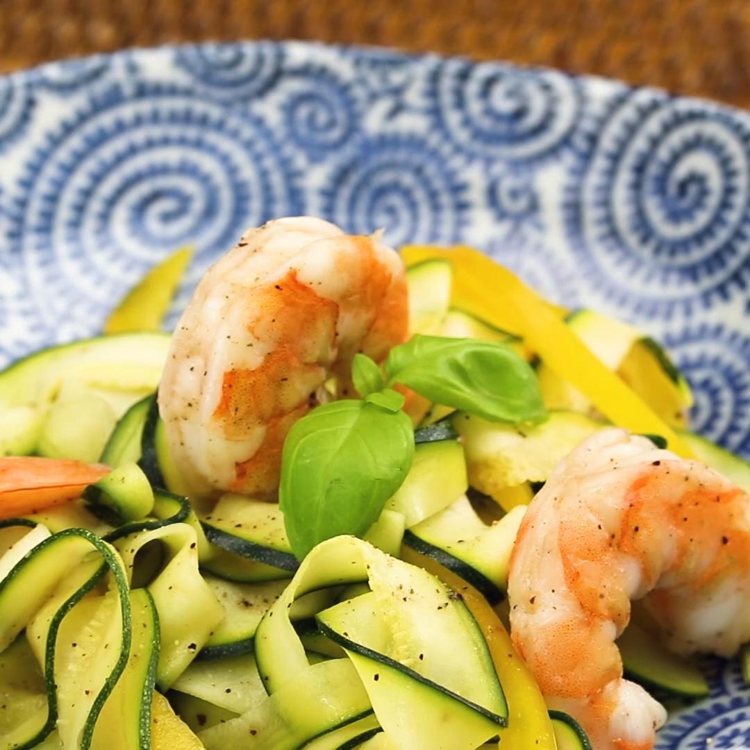 Zucchini-Pasta mit Garnelen #recipesforshrimp
