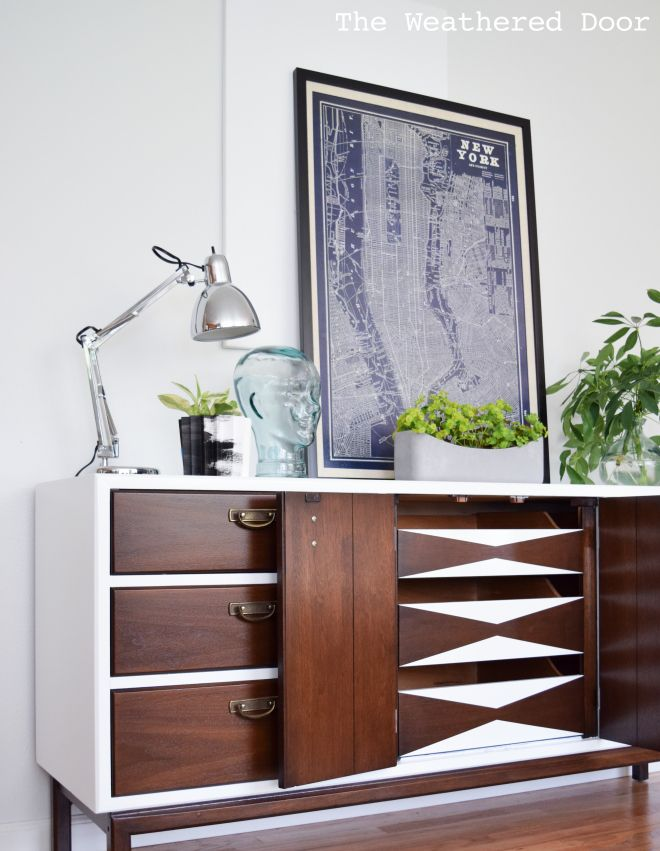 Fresh and Modern High Gloss Credenza with Geometric Drawers