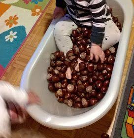 Kleinkinder U3 Spielideen, Bastelideen, Buchtips und Kinder-/Familien-Rezepte: Spielidee: Kastanien-Bad #kastanienbastelnkinder