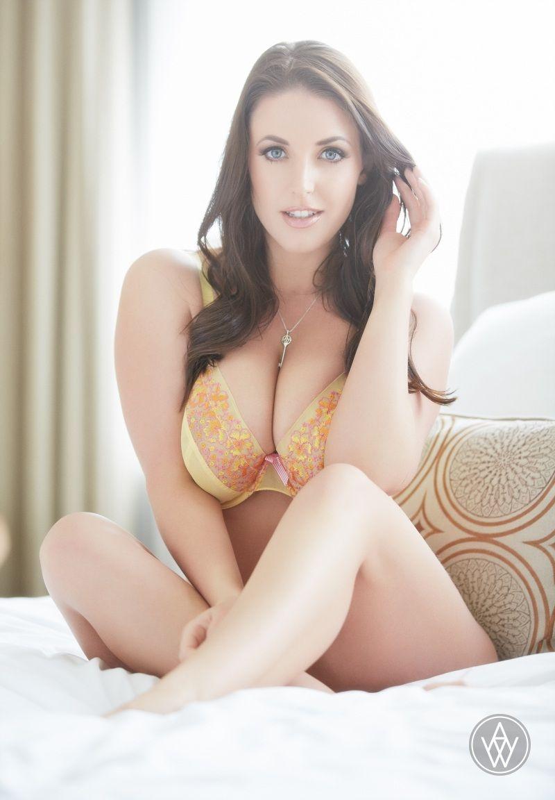 Hot Pornstar Esperanza Gomez Got Fuked For Getting A Job