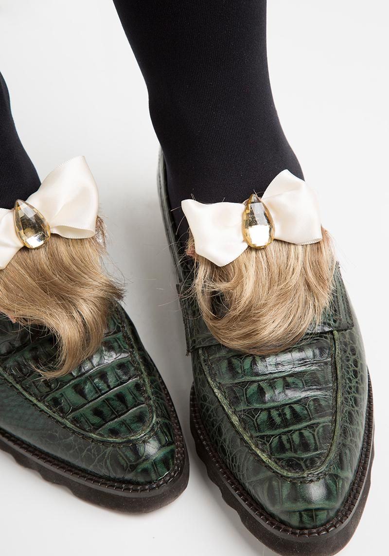 How to turn a wilted thrift store toupee into a fashion week-worthy fabulous accessory? DIY (duh!). These shoe clips will dress up any loafers, and we're showing you how on blog.modcloth.com. #toupeetuesday #diy