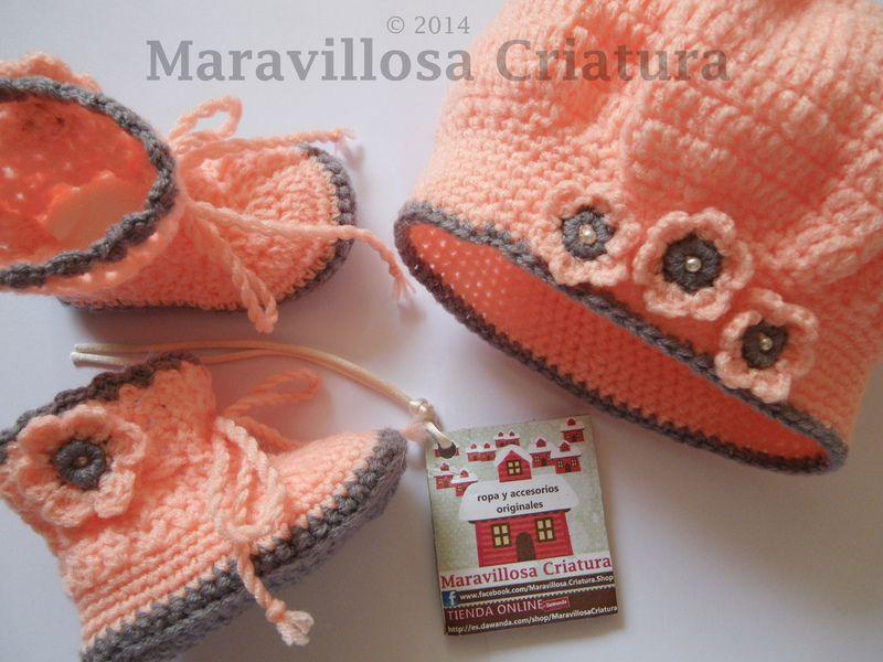 Botas de bebé y gorro de bebé con flores de perlas de Maravillosa ...