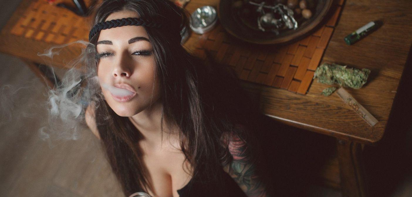hot-black-girls-smoking-weed