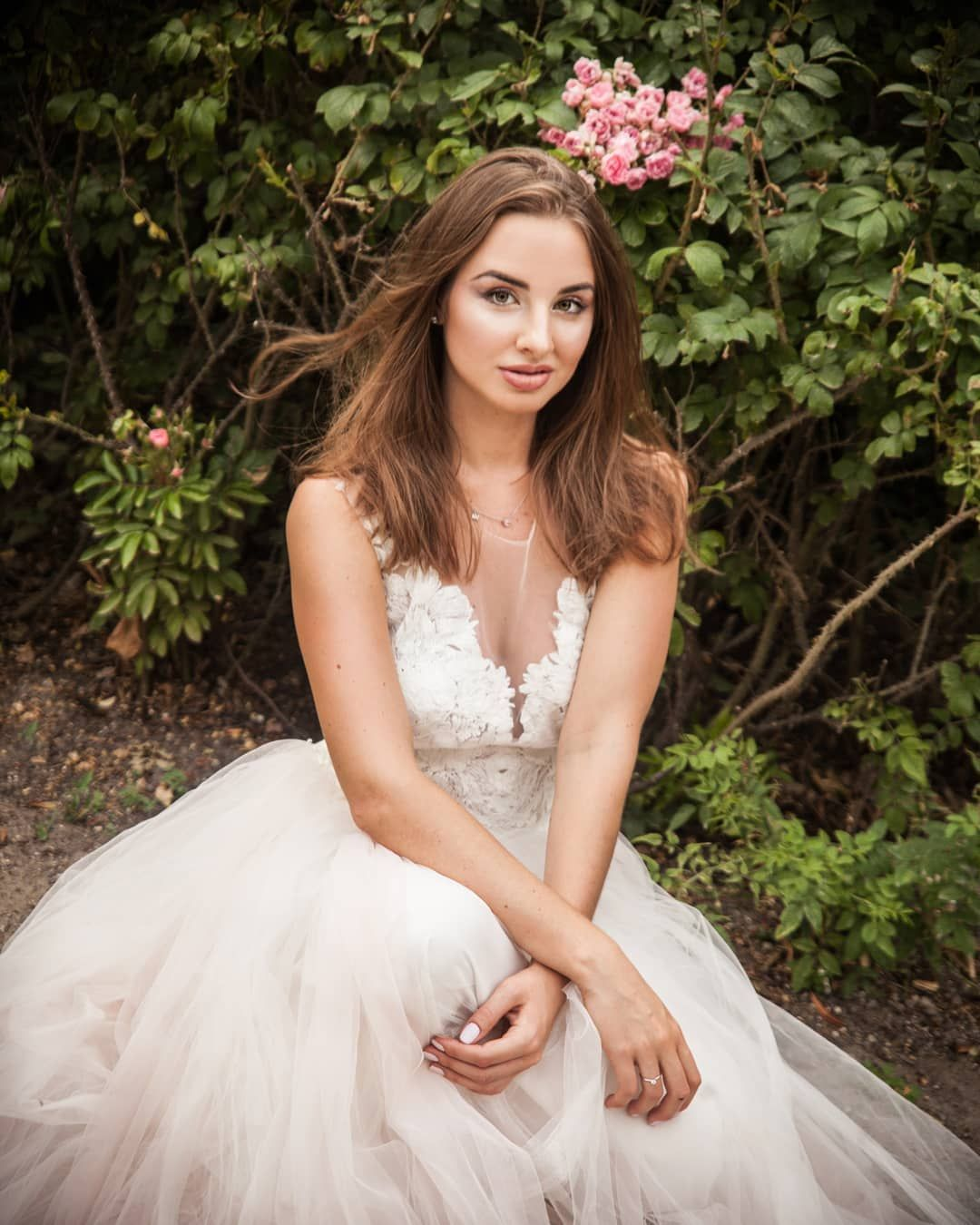 madimar.photography  #warsaw#poland#summer#photography#nature#rose#weddingdress#model#fashion#portraitphotogra...