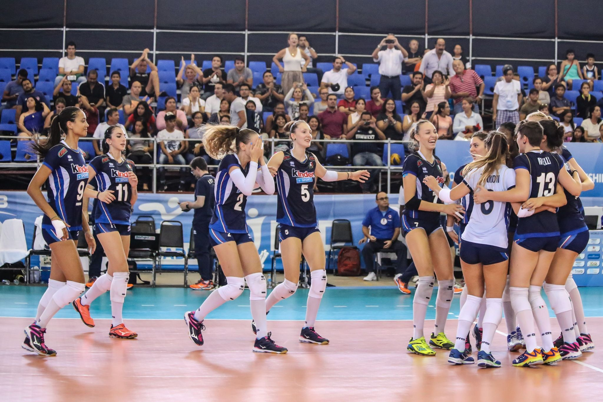 Italy Wins Pool H With Sweep Of Error Riddled Dominican Republic Beach Volleyball Volleyball Articles Italy