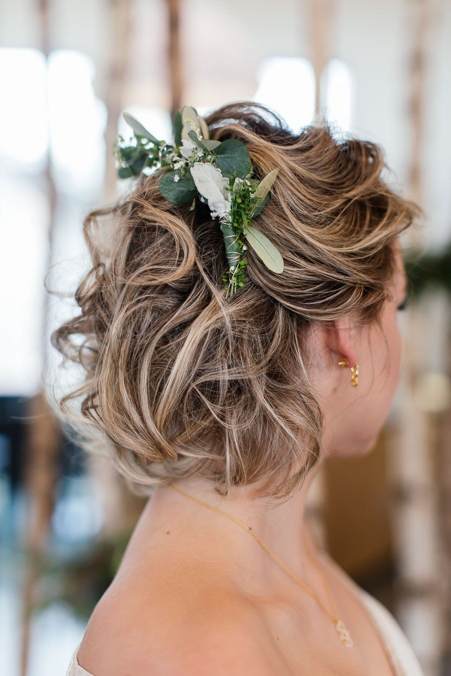 Moderne Bayerische Hochzeits Inspiration In Grun Blau Locken Frisuren Brautzopfe Coole Frisuren