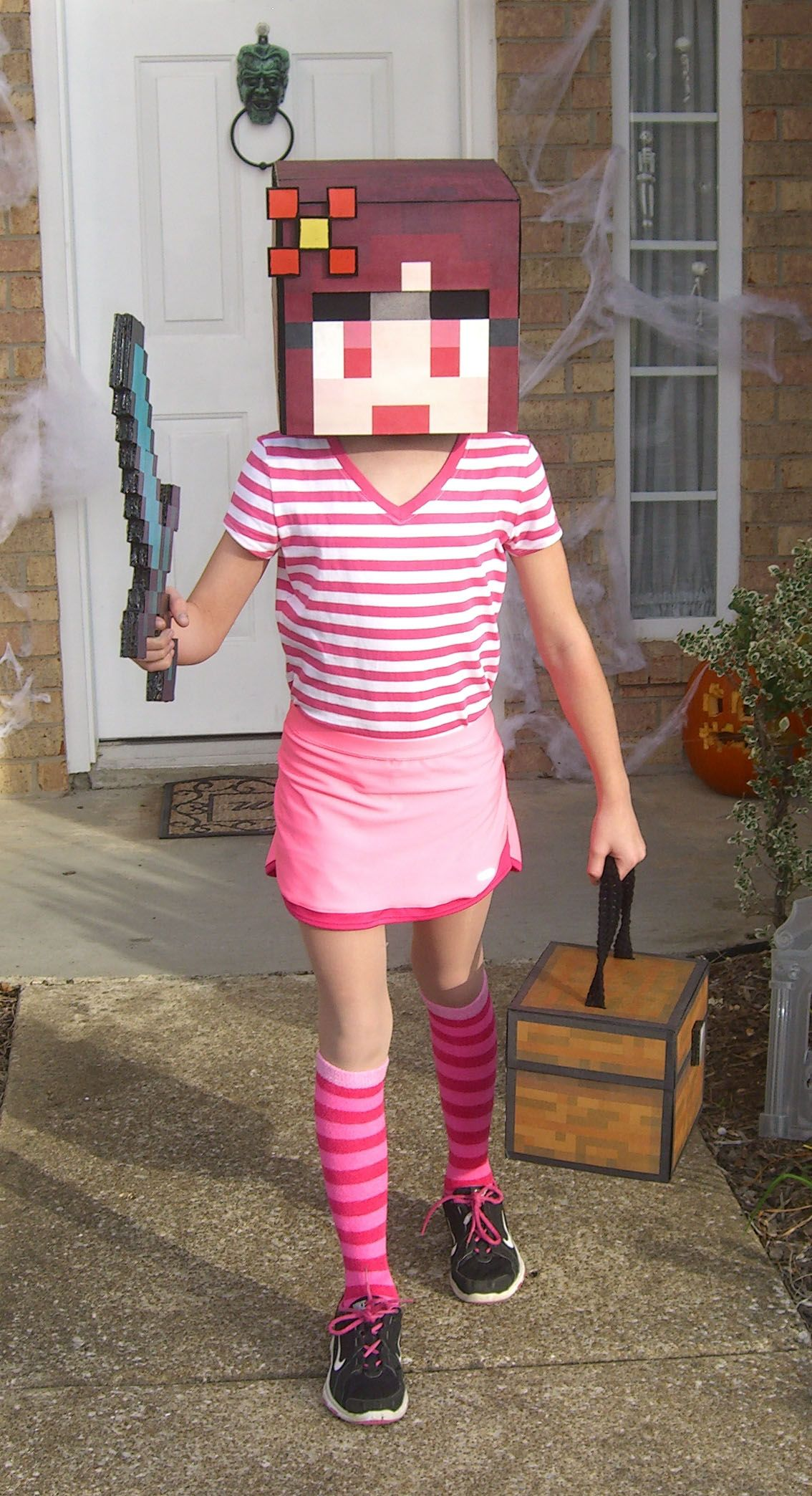 This just gave me an idea to cosplay my own minecraft skin XD ...