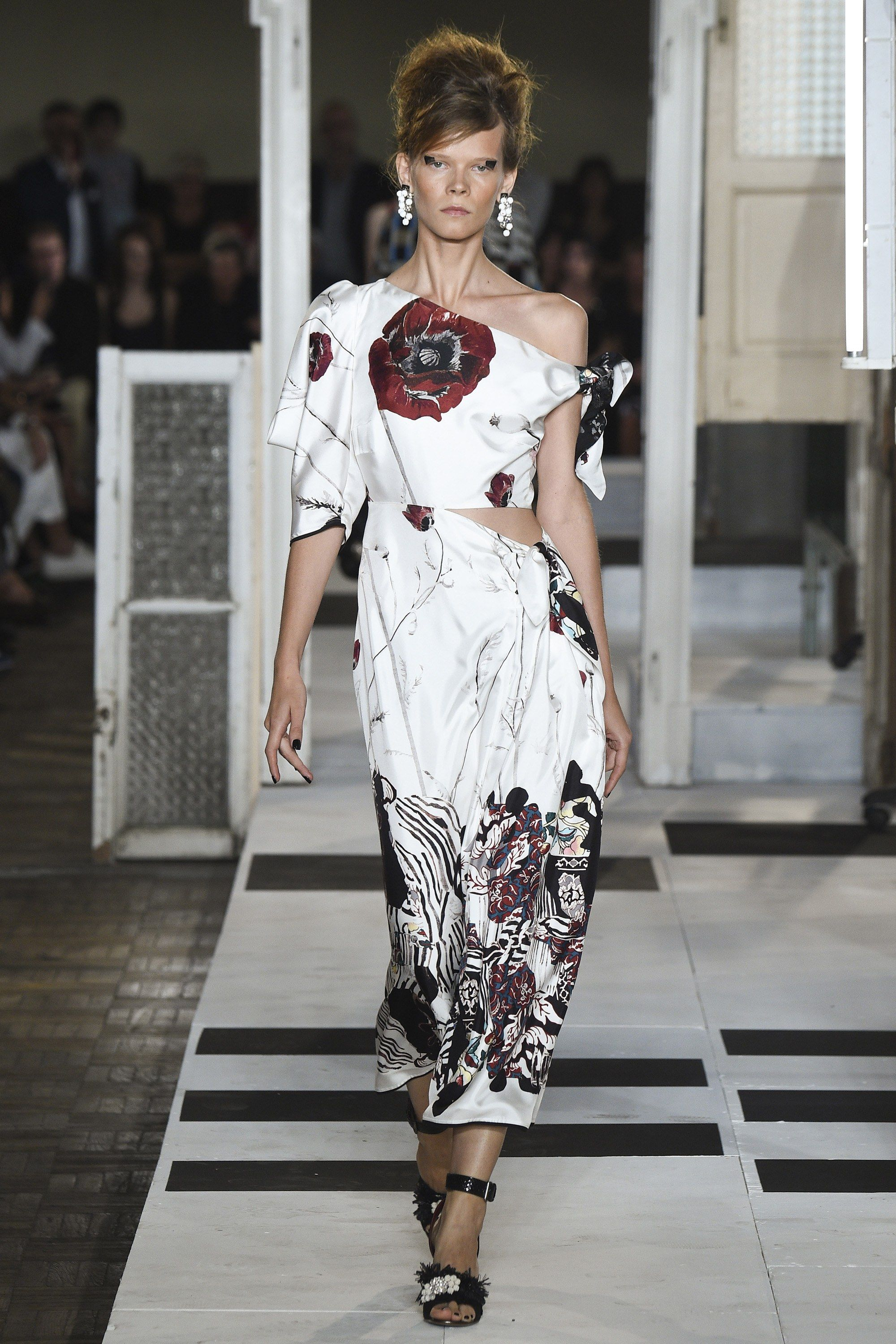 See the complete Antonio Marras Spring 2017 Ready-to-Wear collection. 058e4aa4365