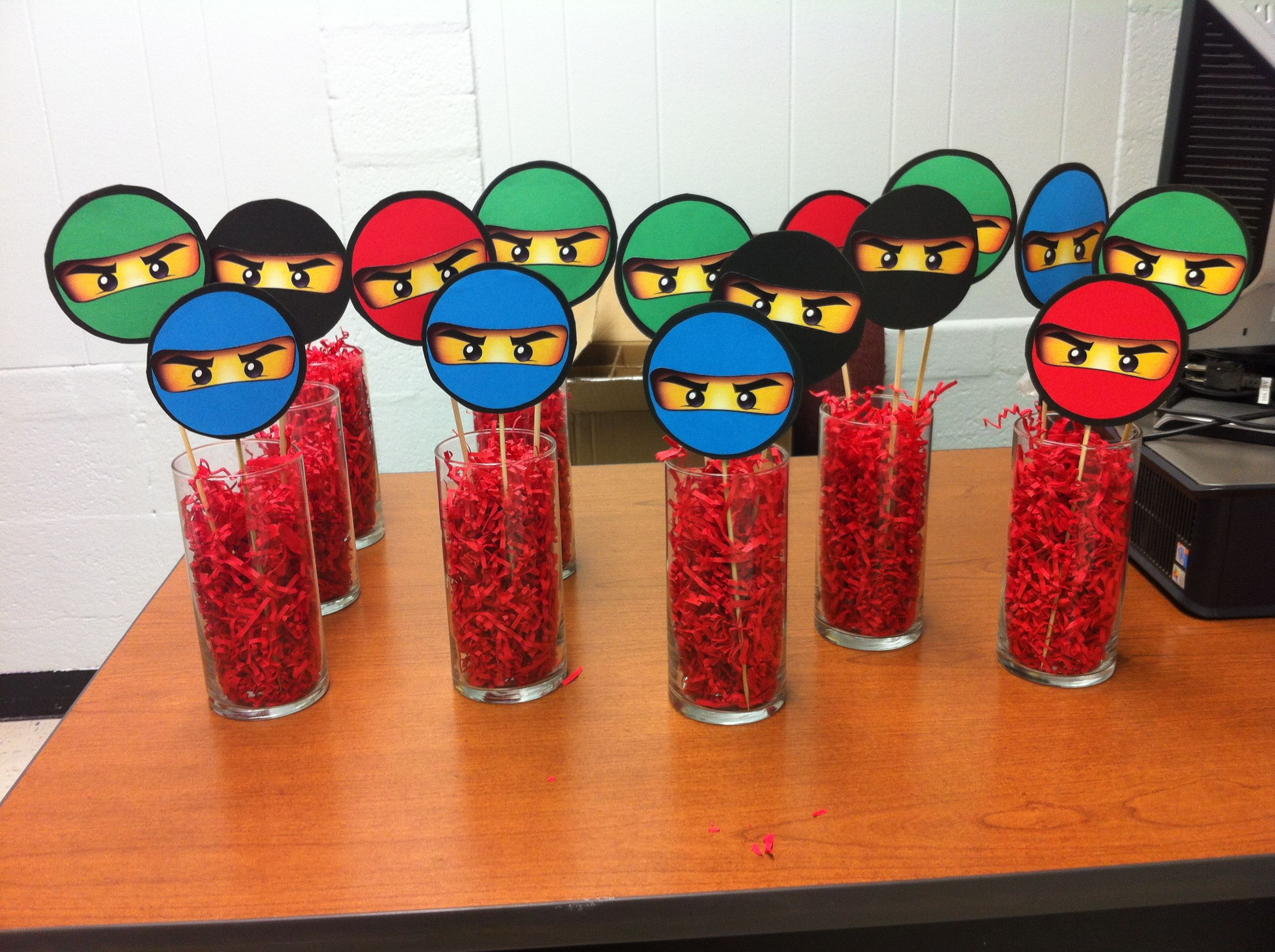 Lego ninjago party table decorations so easy to make for Decoration lego