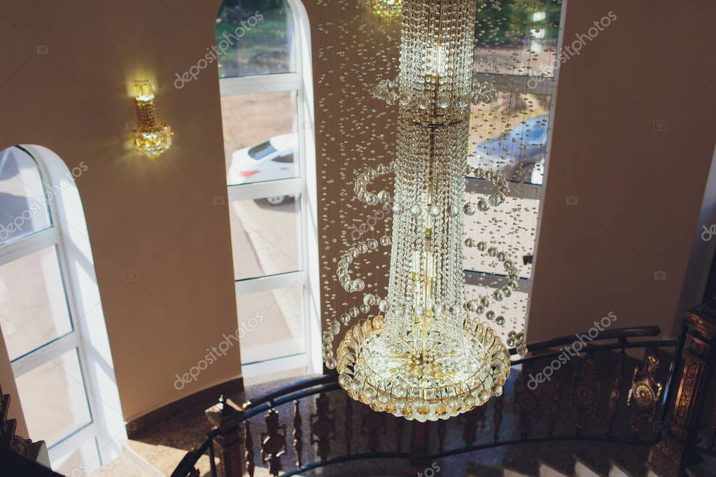Chrystal Chandelier Lamp On The Ceiling In Dining Room Adjusting The Image In A Spon Lamp Ceiling Chrystal Chandelier Ad In 2020